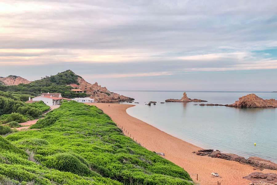 cala-pregonda-una-de-las-mejores-playas-del-norte-de-Menorca