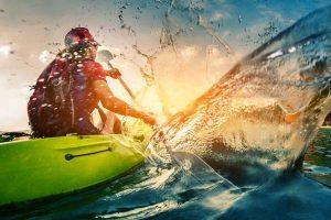 persona-en-kayak-de-mar