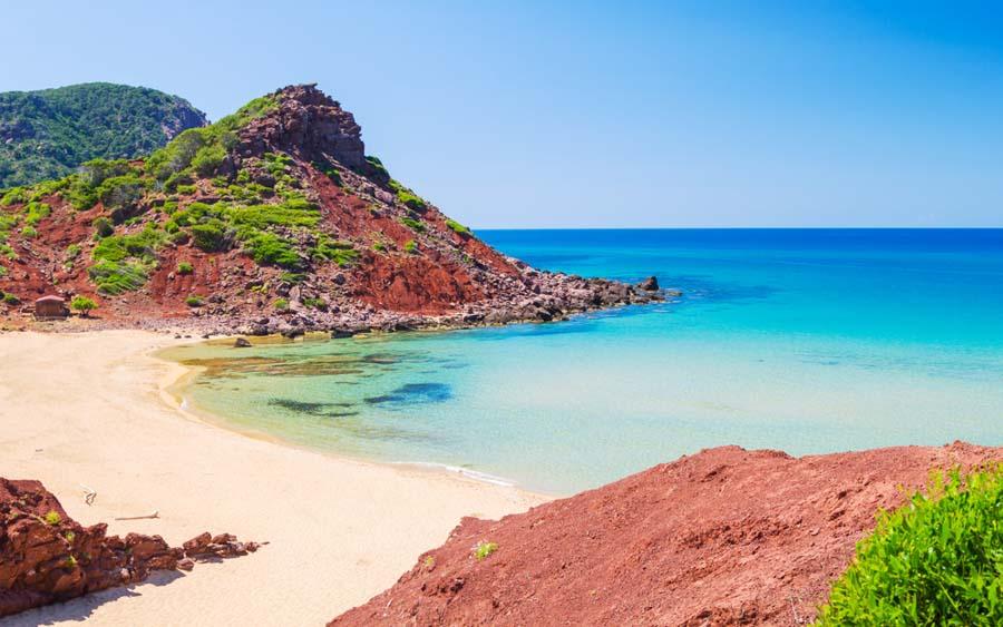playa- cala-pilar-una-de-las-mejores-playas-del-norte-de-Menorca